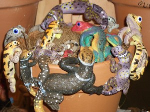 animals to hang on flowerpots, animal pothangers, plant pot decorations