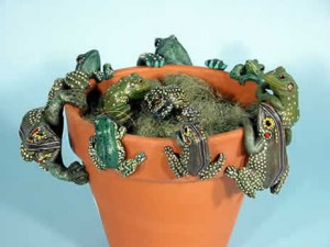 Frog pot hangers, animals to hang on flowerpots, animal pothangers, plant pot decorations